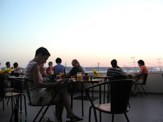 Noobai Café Adamastor Miradouro Santa Catarina Lisboa Lisbona