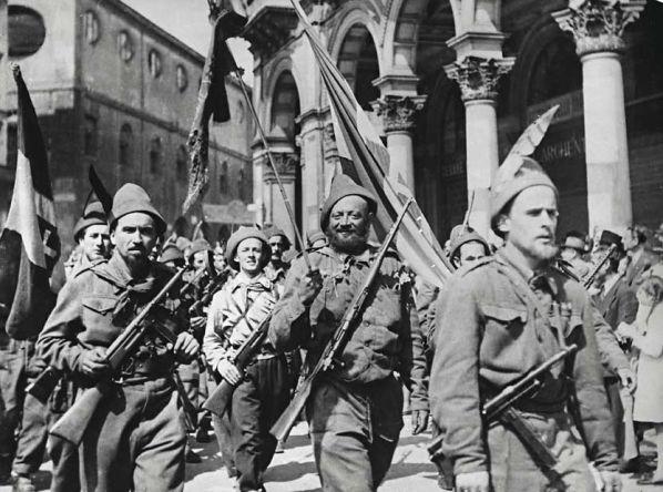 Favoloso 25 aprile 1945 e 1974, partigiani e garofani | Italiani a Lisbona HU15