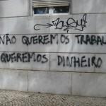 27 lisboa graffiti - italiani a lisbona - foto