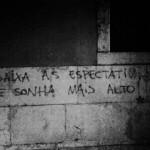 37 lisboa graffiti - italiani a lisbona - foto